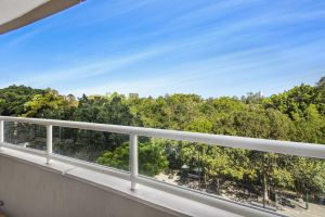 Super Convenient Apartment with Garden Views - Accommodation Find